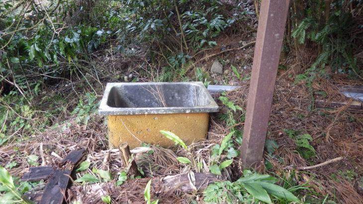 【30万円で買った山小屋】わき水を利用して、自分(DI)で水道を引く。その1「貯水槽を設置する」